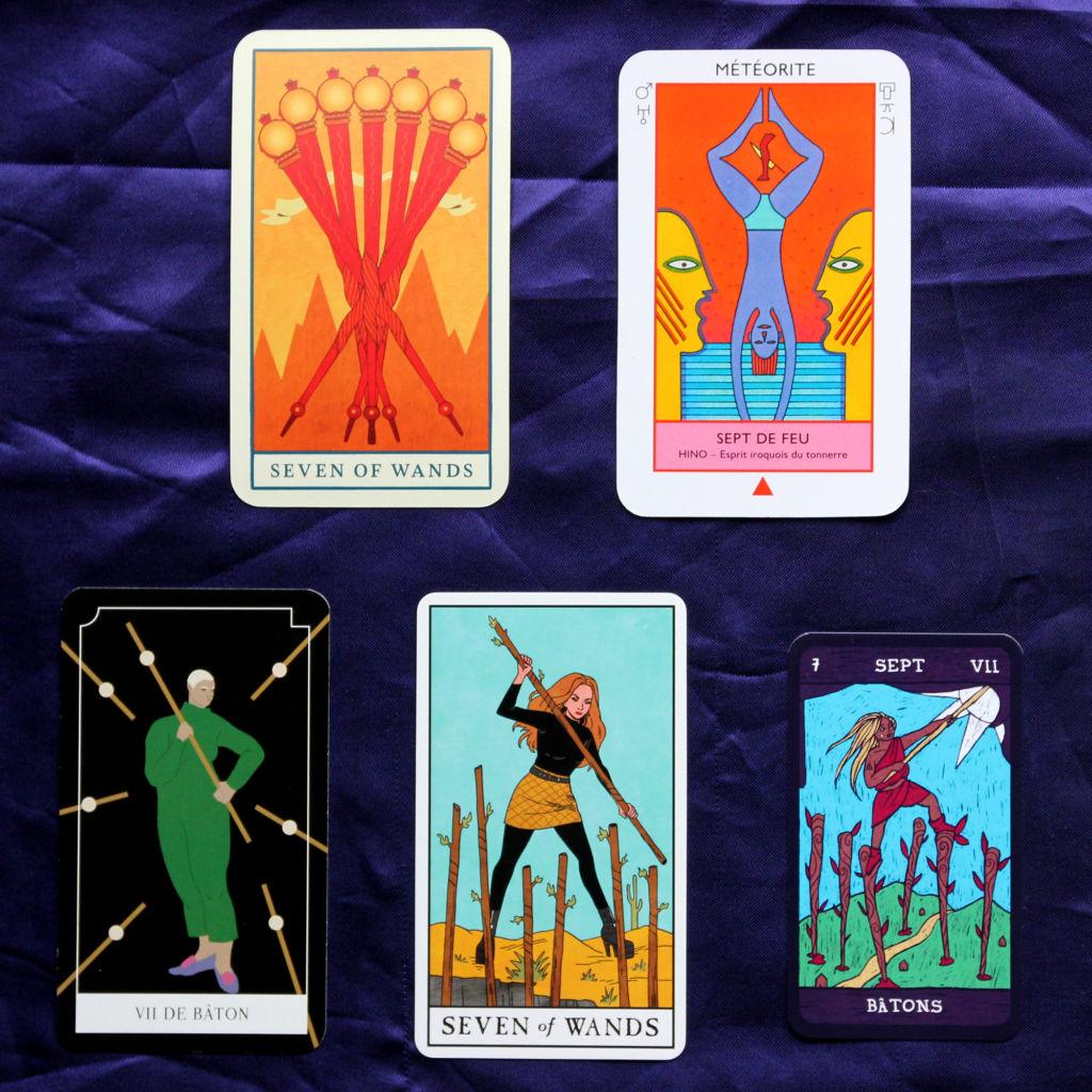 5 cartes de Sept de Bâtons, tirées de jeux différents, compilé par MrsKuartz